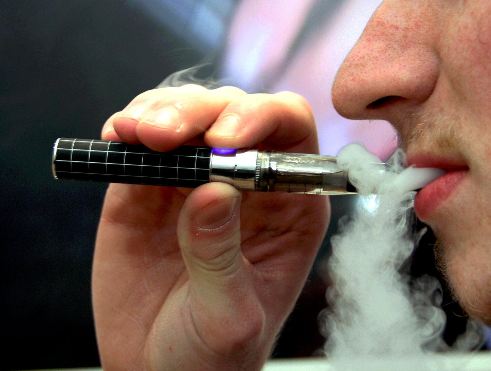 une cigarette électronique vapeur composé