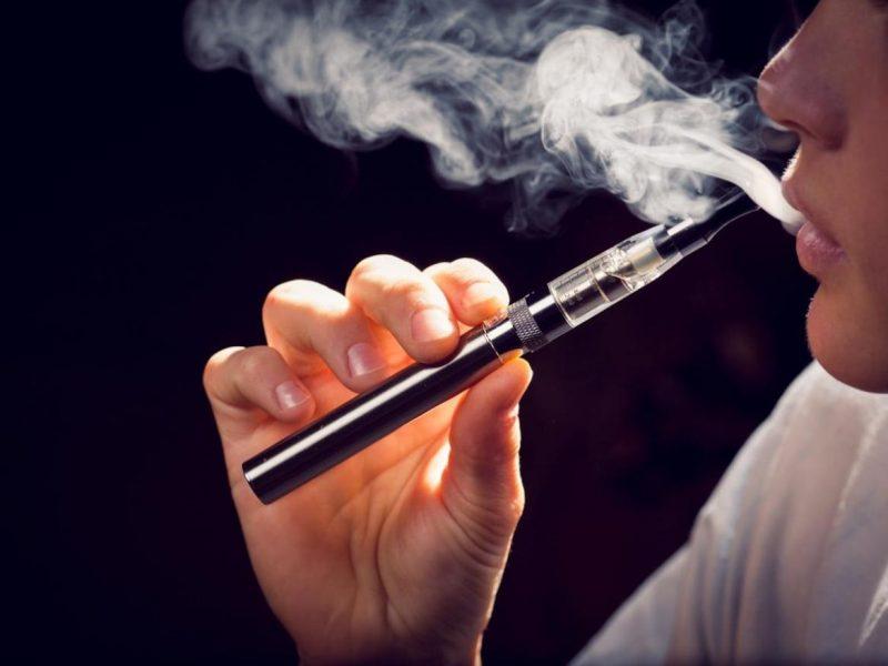 une cigarette électronique vapeur image