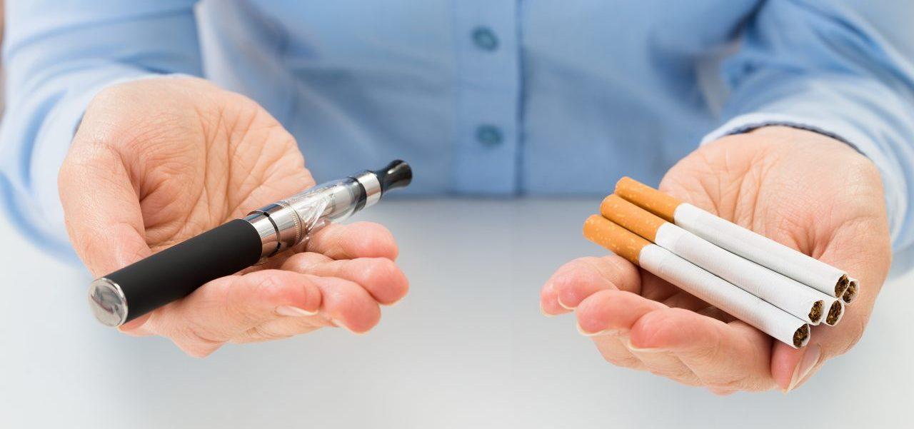Cigarettes électroniques contre le danger de fumer image
