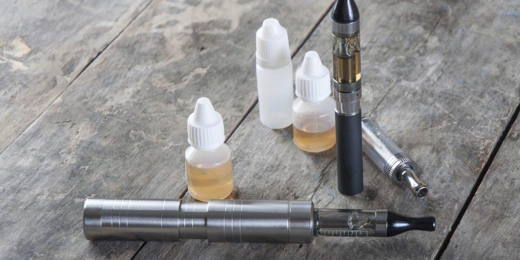 cigarette électronique et le propylène Glycol photo
