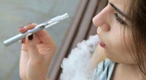 la cigarette électronique Carla Bruni – Sarkozy